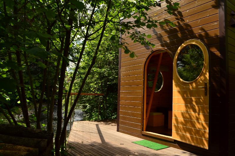 cabane-insolite-avec-bain-nordique-et-spa