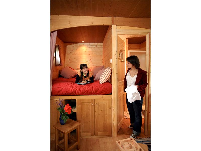 gypsy-caravan-alcove-bed