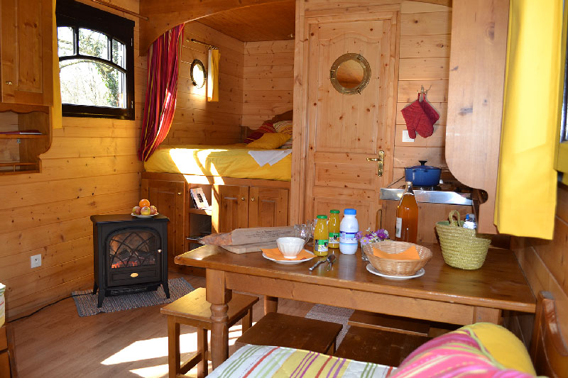 gypsy-caravan-interior-travel-maison-omignon