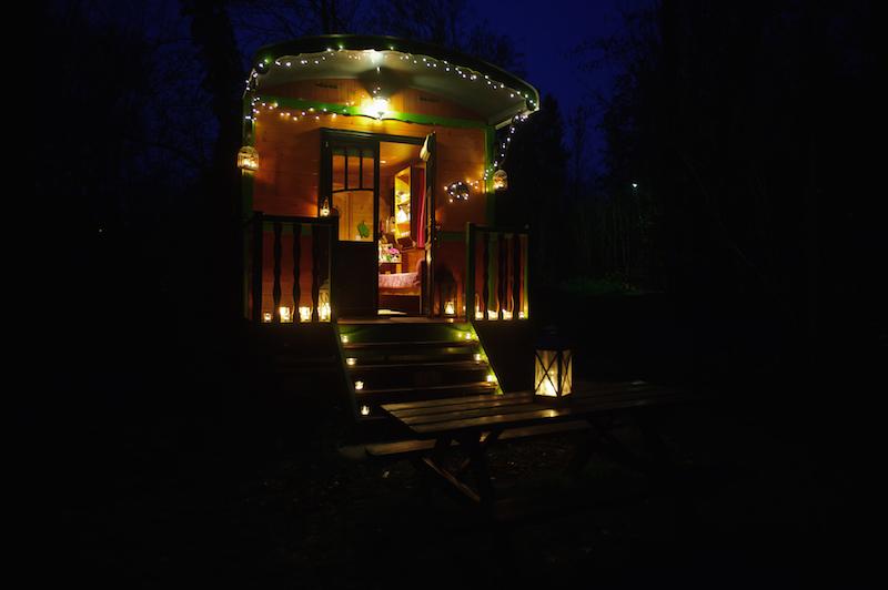 gypsy-caravan-romantic-holiday-maison-omignon