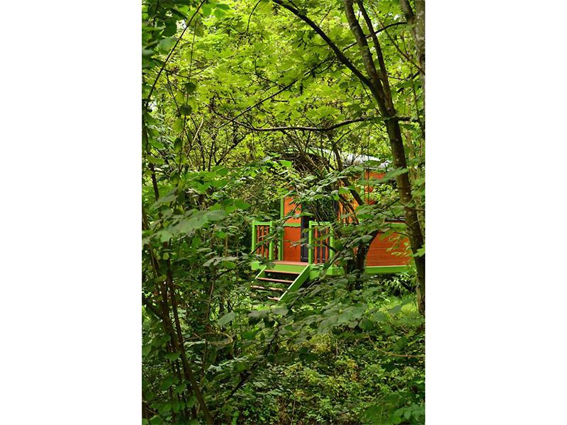 gypsy-caravan-summer-vacantion-rental-in-nature